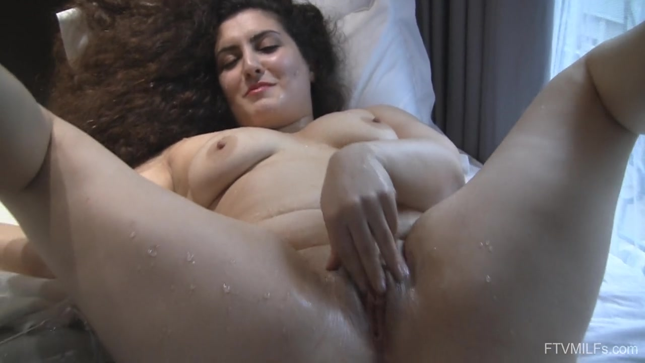 Dirty Mind Girl Lili Wants To Masturbate All Day On The Bed Using