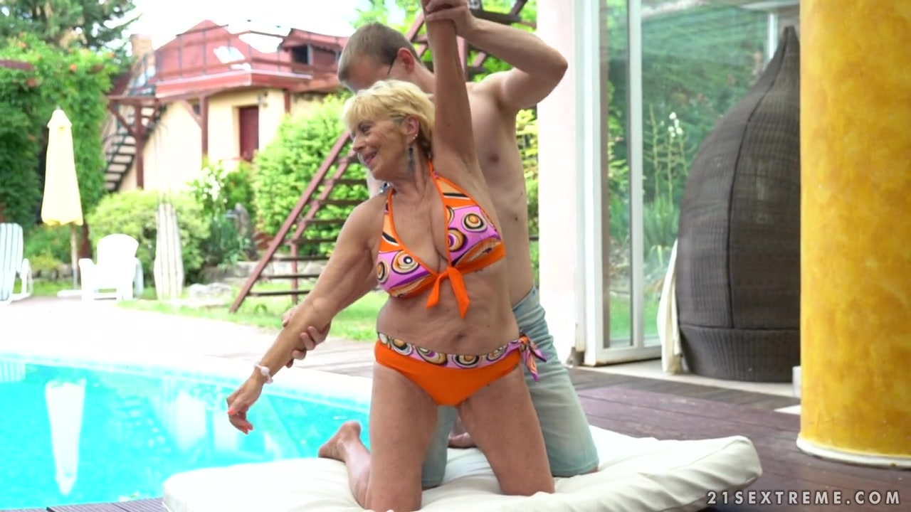 Old But Hornier Than Ever Blonde Malya Gets Her Pussy -4662