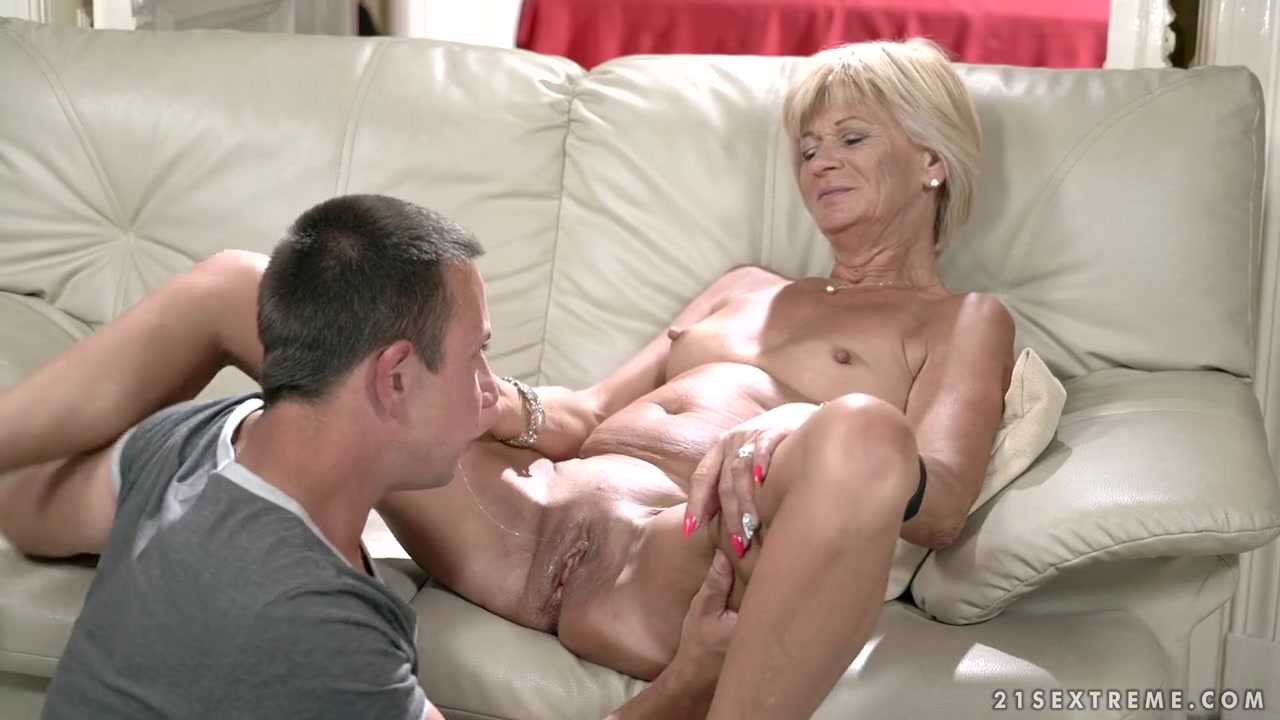 Threesome sex ass to mouth