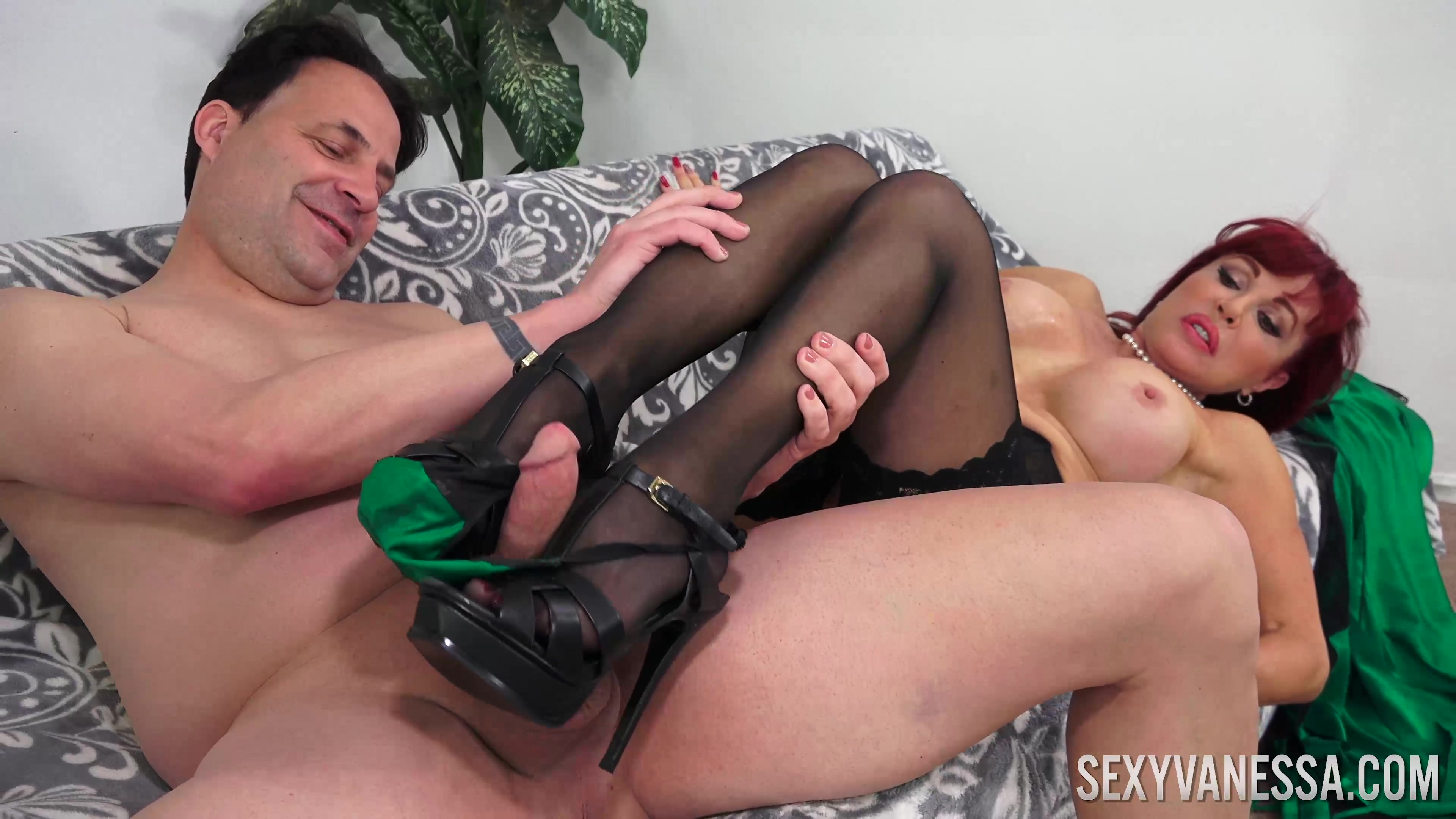 Experienced Milf Sexy Vanessa Knows How To Take Care Of A Long Dick Hell Moms